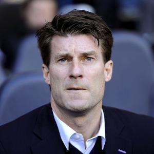 Laudrup heaps pressure on Arsenal
