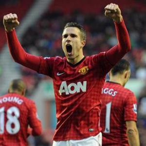 Robin van Persie and Wayne Rooney partnership will win the Premier League, says Denis Law