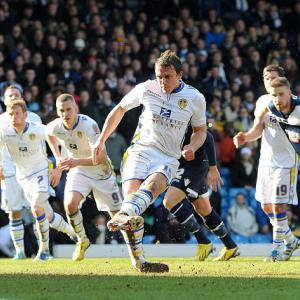 Leeds stutter to win