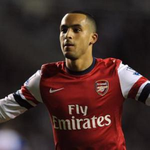 New Arsenal contract for Walcott