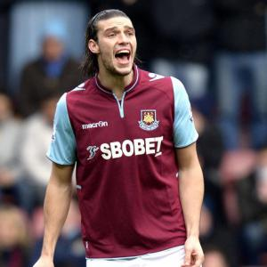 Carroll effort enough for Hammers to beat Swansea