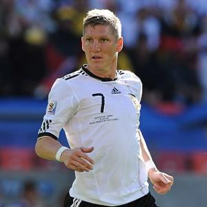 Schweinsteiger expecting heated clash