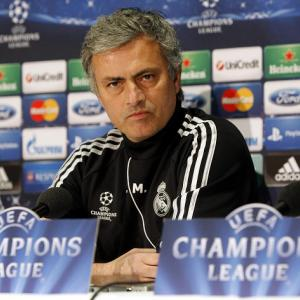 Mourinho distances himself from Man United job