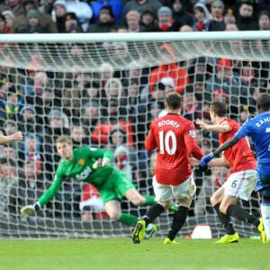 De Gea thwarts Blues to set up replay