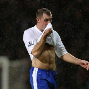 Everton midfielder Darron Gibson wins red card appeal
