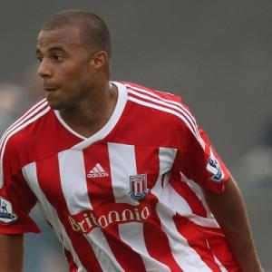 Hibs sign Stoke City midfielder Tom Soares on loan