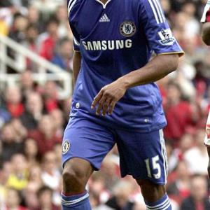 I'd be mad to leave Chelsea, says French winger Malouda as Barca wait