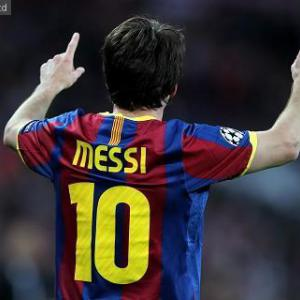 Record-breaking Messi sends Barca into semis