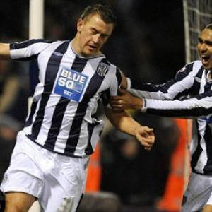 Ipswich set sights on West Brom striker Simon Cox