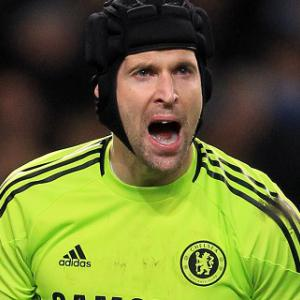 Cech signs new Chelsea deal
