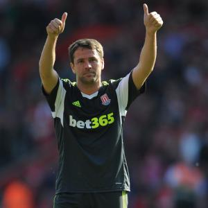 Pulis hails retiring Owen after final game for Stoke