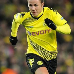Gotze signs new Dortmund deal