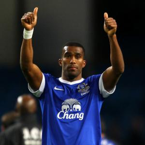 Everton defender Sylvain Distin hails clubs fighting spirit