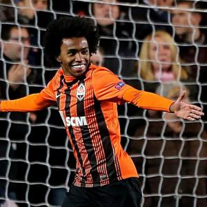 Willian completes Chelsea move