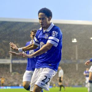 Pienaar seals Toffees win