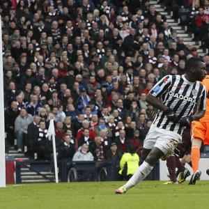 St Mirren claim Cup glory over Hearts