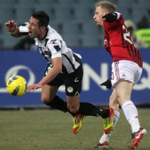 Udinese's Isla suffers cruciate knee injury