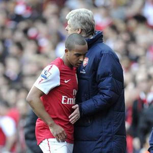 Walcott needs to 'give back' to Arsenal