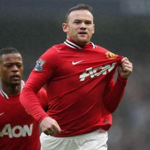 Rooney says sorry after breaking young fan's wrist