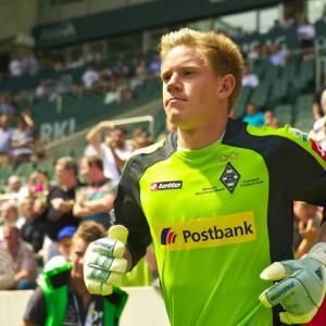 Barca line up German goalkeeper as Valdes replacement