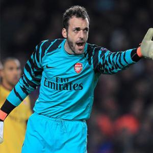 Hammers move for Almunia