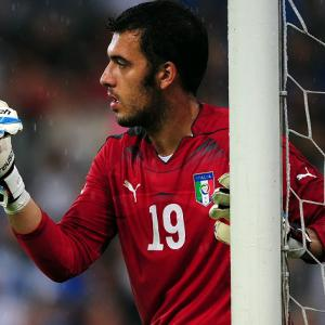 Arsenal take Viviano on loan