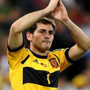 Del Bosque maintains suspense over Casillas