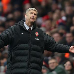 Wenger calls for players to respond