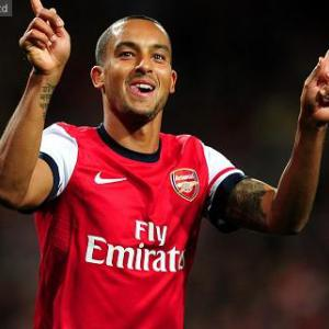 Wenger urges Walcott to be patient