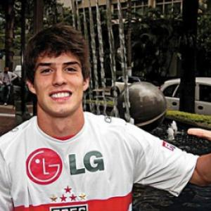 Lucas Piazon seals Chelsea deal