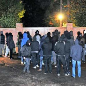 Wayne Rooney dials 999 as United mob protest outside his home