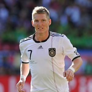 Schweinsteiger - Spain are favourites