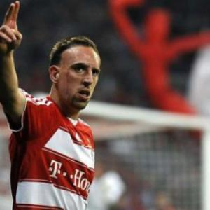 Chelsea and Manchester United bid for Bayern Munich's Franck Ribery