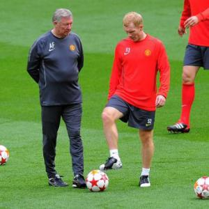 Ferguson stands by Scholes return