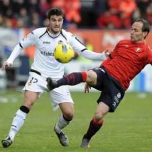 Off-form Valencia held by Osasuna