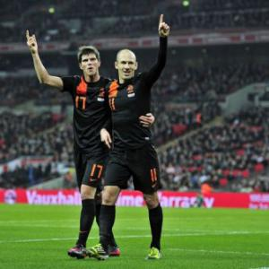 Robben's double Dutch downs England