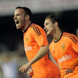 Euro-chasing Valencia beaten by nine-man Zaragoza