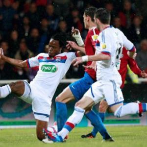 Lyon cruise into French Cup final