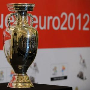 Poles get up close to Euro trophy