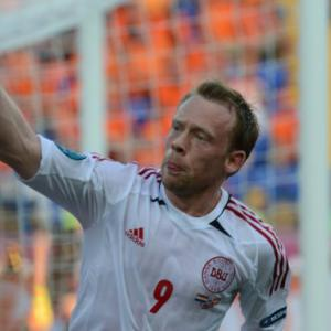 Euro 2012 moves to Ukraine, Danes beat Dutch