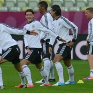 Greece aiming for Euro 2012 'giant killing' vs Germany