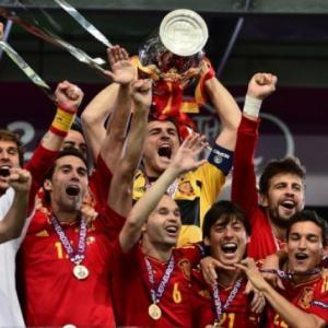 Victorious Spain to return to heroes' welcome