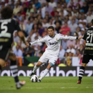 Ronaldo notches 150th goal in Granada win
