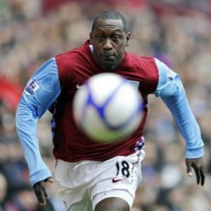 English striker Heskey signs with Jets