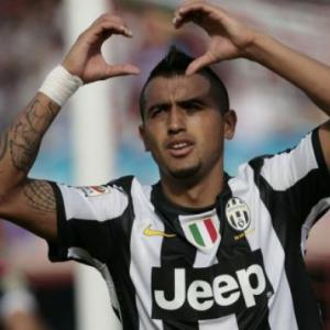 Vidal guides Juve to controversial Catania win