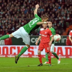 Ten-man Bremen come from behind to beat Fortuna