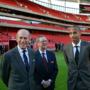 Arsenal chairman Peter Hill-Wood recovering after heart attack