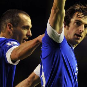 Baines keeps Evertons European hopes on track