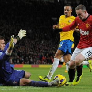 Relentless Man United chase 10-point advantage