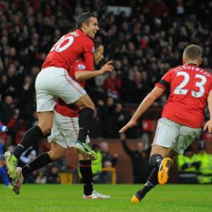 United eye title as Everton brushed aside